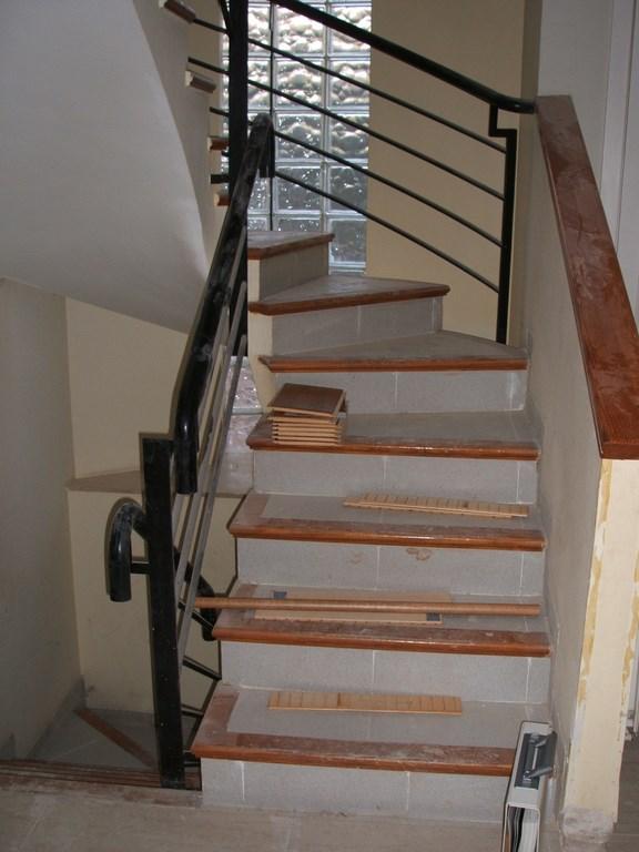 Forrar una escalera materiales para la renovaci n de la casa - Materiales para escaleras ...