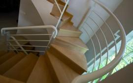 Escalera de haya maciza