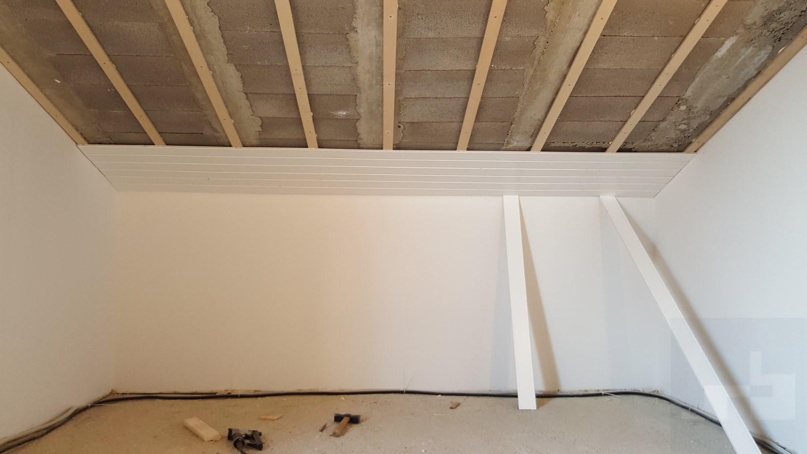 Steffen becker parquet valencia friso blanco y tarima de - Friso en techo ...